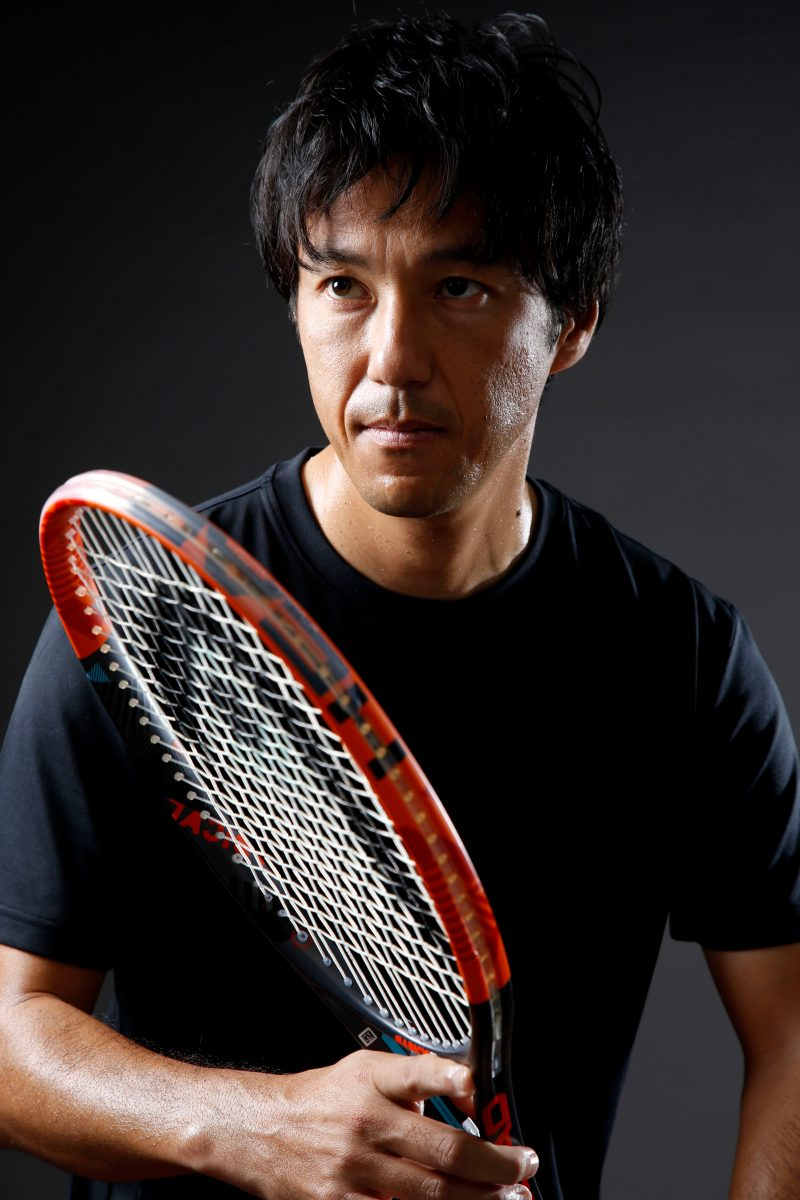男性テニスプレーヤーのポートレート撮影 プロフィール写真