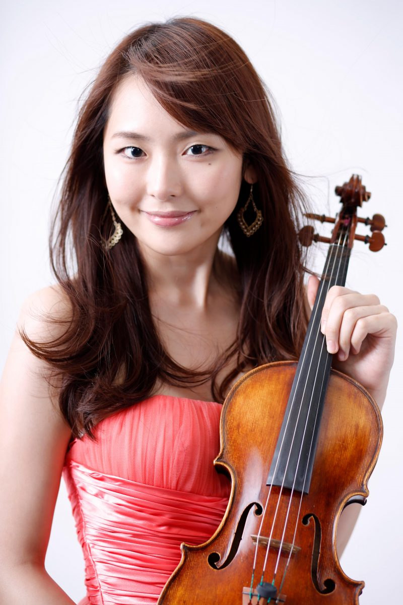 女性音楽家のポートレート写真 プロフィール撮影