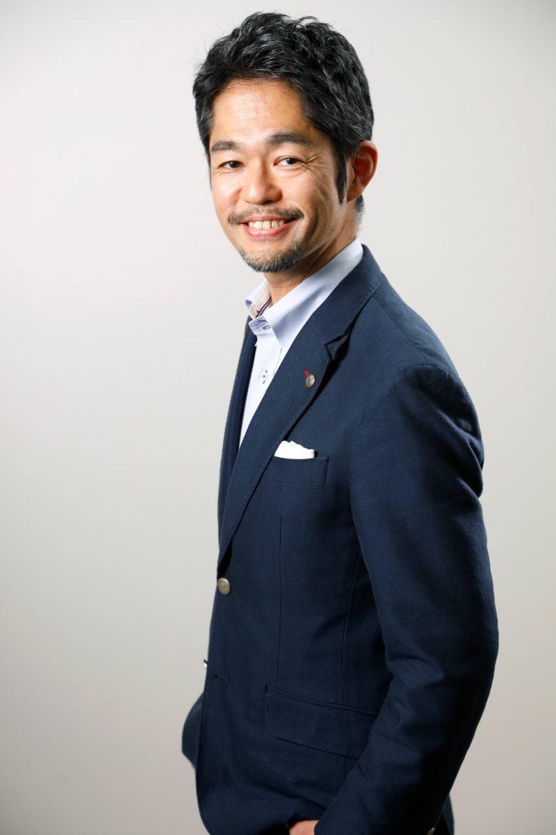 男性のプロフィール撮影 笑顔が優しい 自然な表情を引き出します